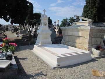 Réfection de caveaux et entretien de sépultures à Castelnau-Picampeau